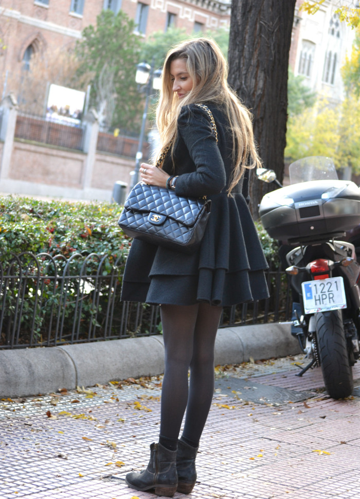 Black_Coat_Booties_Chanel_Blond_Lara_Martin_Gilarranz_Bymyheels. (2)