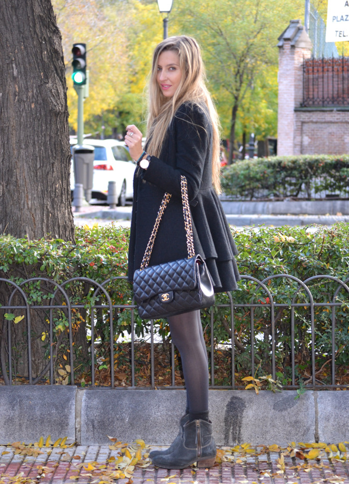 Black_Coat_Booties_Chanel_Blond_Lara_Martin_Gilarranz_Bymyheels. (4)