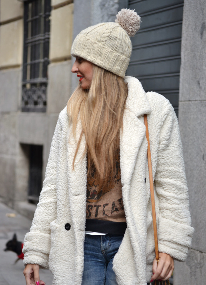 Fur_Coat_Venca_Biker_Boots_Ripped_Jeans_Hat_Pochette_Eva_Lara_Martin_Gilarranz_Bymyheels (7)