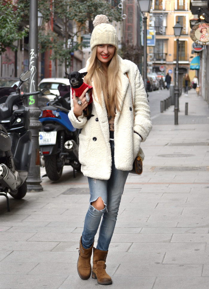 Fur_Coat_Venca_Biker_Boots_Ripped_Jeans_Hat_Pochette_Eva_Lara_Martin_Gilarranz_Bymyheels (8)