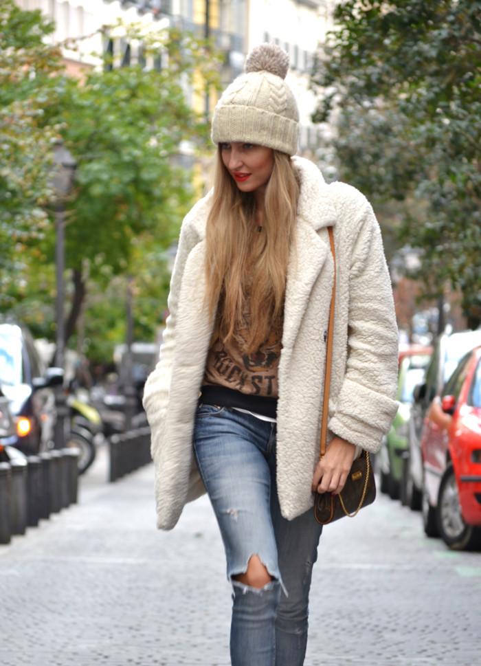 Fur_Coat_Venca_Biker_Boots_Ripped_Jeans_Hat_Pochette_Eva_Lara_Martin_Gilarranz_Bymyheels (9)