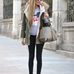 Skinny jeans and Boston Bag