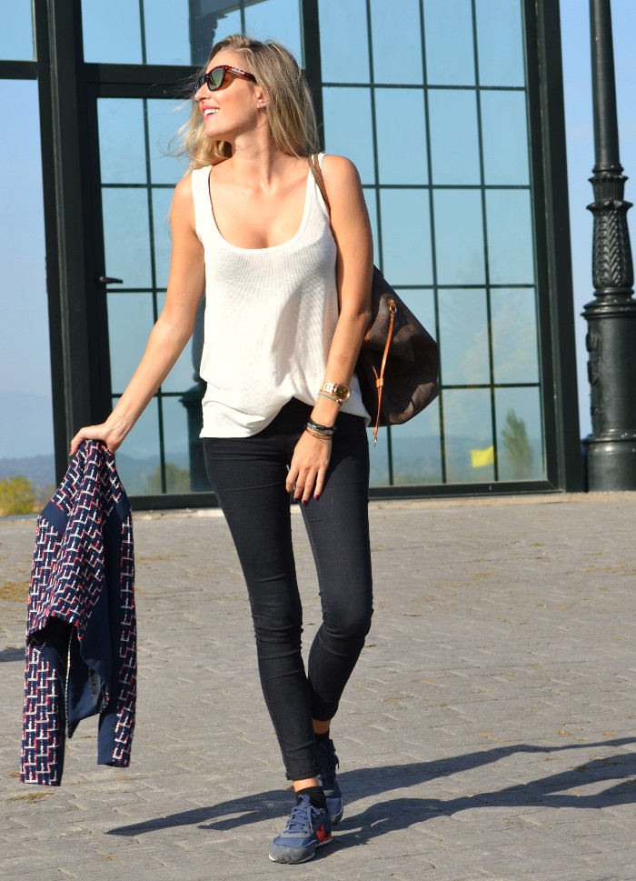 New_Balance_Skinny_Jeans_Blazer_Mirror_Sunnies_Neverfull_Louis_Vuitton_Wantlook_Sunnies_Tank_Top_Lara_Martin_Gilarranz_Bymyheels (5)