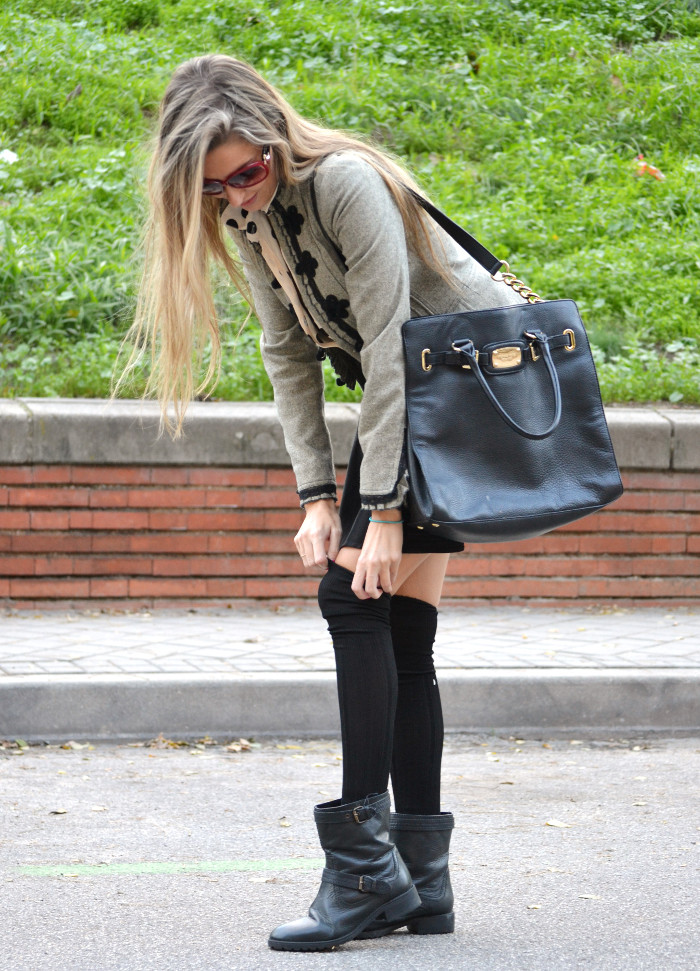 Over_The_Knee_Socks_Black_Skirt_Michael_Kors_Bag_Polka_Dots_Lara_Martin_Gilarranz_Bymyheels (9)