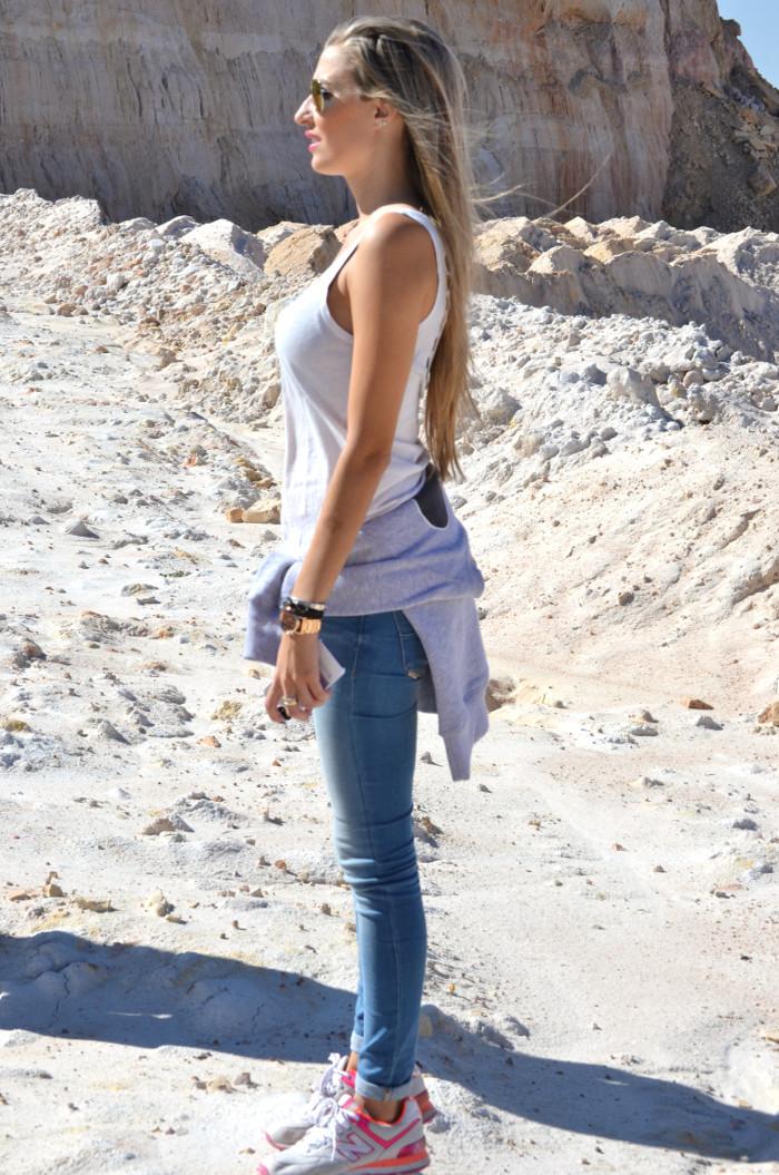 Skinny_Jeans_Sweatshirt_New_Balance_Tank_Top_Blenders_Salsa_Jeans_Lara_Martin_Gilarranz_Bymyheels (1)