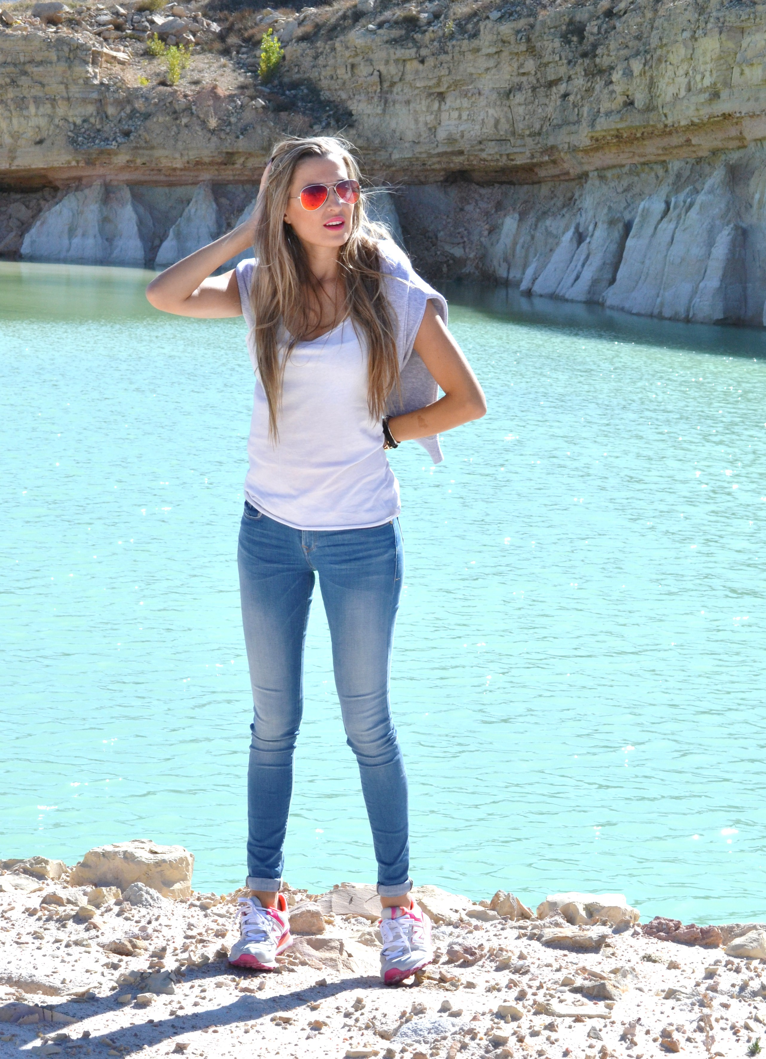 Skinny_Jeans_Sweatshirt_New_Balance_Tank_Top_Blenders_Salsa_Jeans_Lara_Martin_Gilarranz_Bymyheels (3)