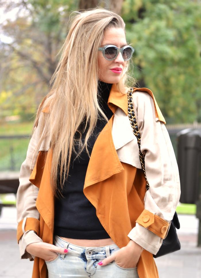 Trench_255_Chanel_Bag_Jeans_New_Balance_Giorgio_Armani_Lara_Martin_Gilarranz_Bymyheels (5)