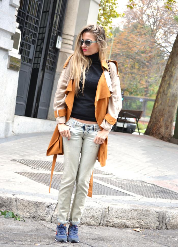 Trench_255_Chanel_Bag_Jeans_New_Balance_Giorgio_Armani_Lara_Martin_Gilarranz_Bymyheels (8)