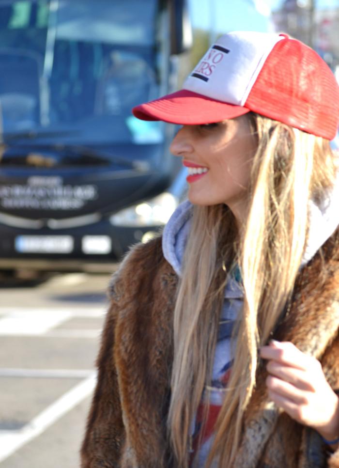 Fur_Cap_Sweatshirt_Neverfull_Louis_Vuitton_BootiesVelvet_Lara_Martin_Gilarranz_Bymyheels (10)