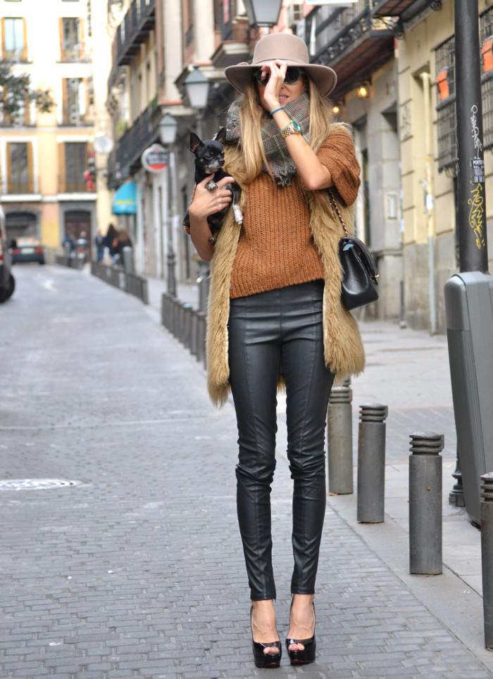 Leather_Pants_Christian_Louboutin_Lady_Peep_Chanel_Hat_Scarf_Chihuahua_Lara_Martin_Gilarranz_Bymyheels (10)