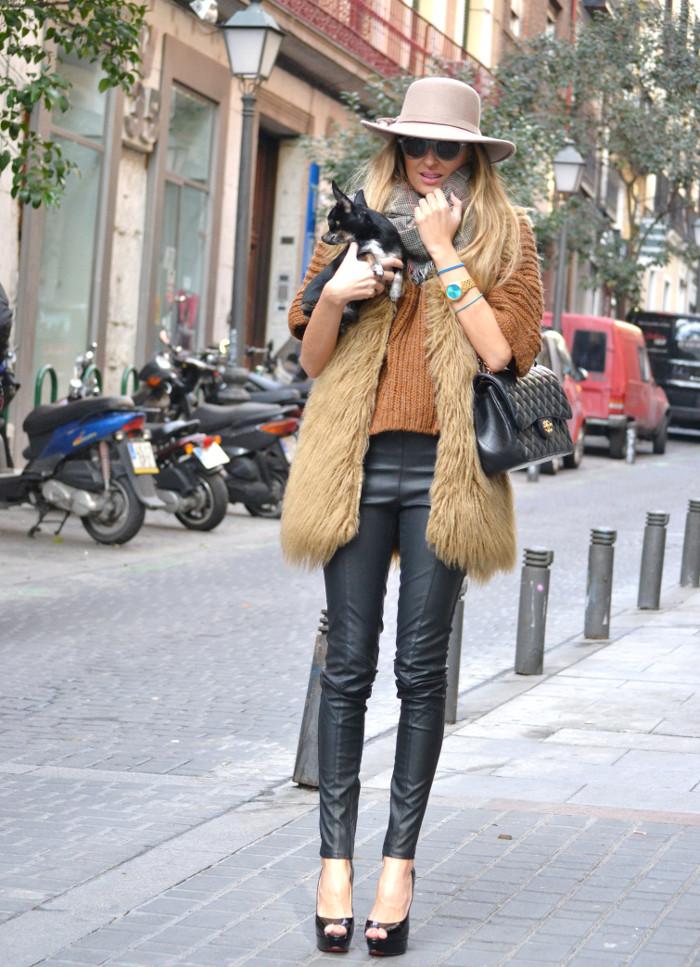 Leather_Pants_Christian_Louboutin_Lady_Peep_Chanel_Hat_Scarf_Chihuahua_Lara_Martin_Gilarranz_Bymyheels (13)