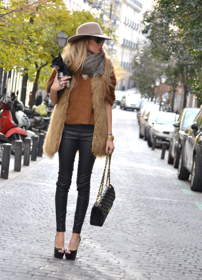 Leather_Pants_Christian_Louboutin_Lady_Peep_Chanel_Hat_Scarf_Chihuahua_Lara_Martin_Gilarranz_Bymyheels (2)
