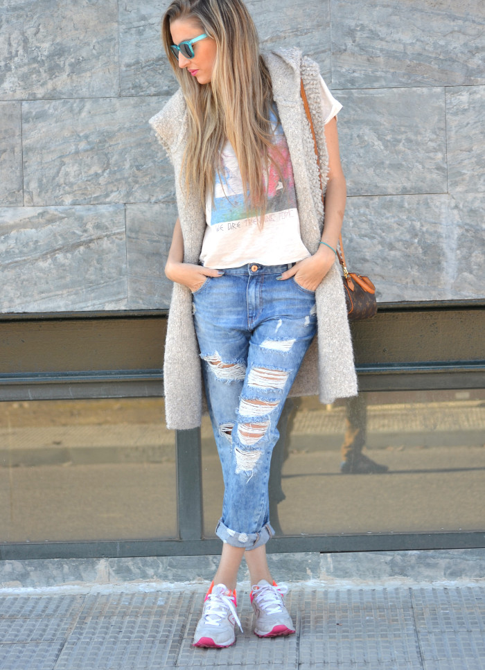 Fur_Vest_Boyfriend_Jeans_Mini_Speedy_Louis_Vuitton_Dear_Tee_New_Balance_Knockarround_Lara_Martin_Gilarranz_Bymyheels (3)