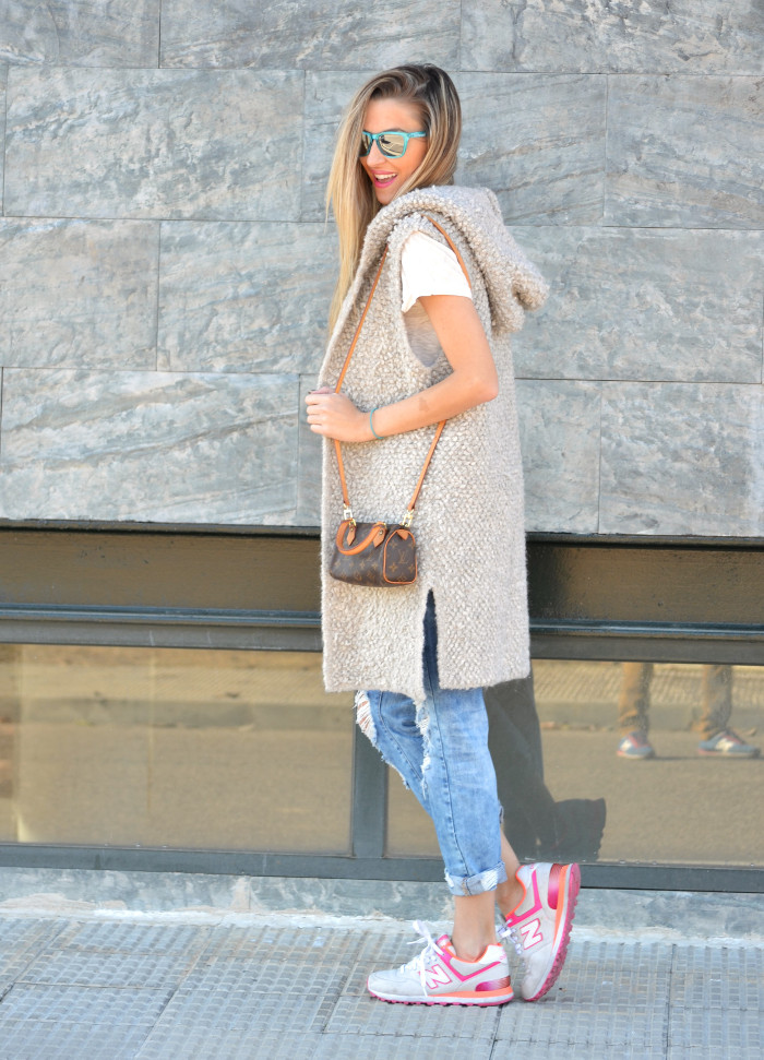 Fur_Vest_Boyfriend_Jeans_Mini_Speedy_Louis_Vuitton_Dear_Tee_New_Balance_Knockarround_Lara_Martin_Gilarranz_Bymyheels (6)