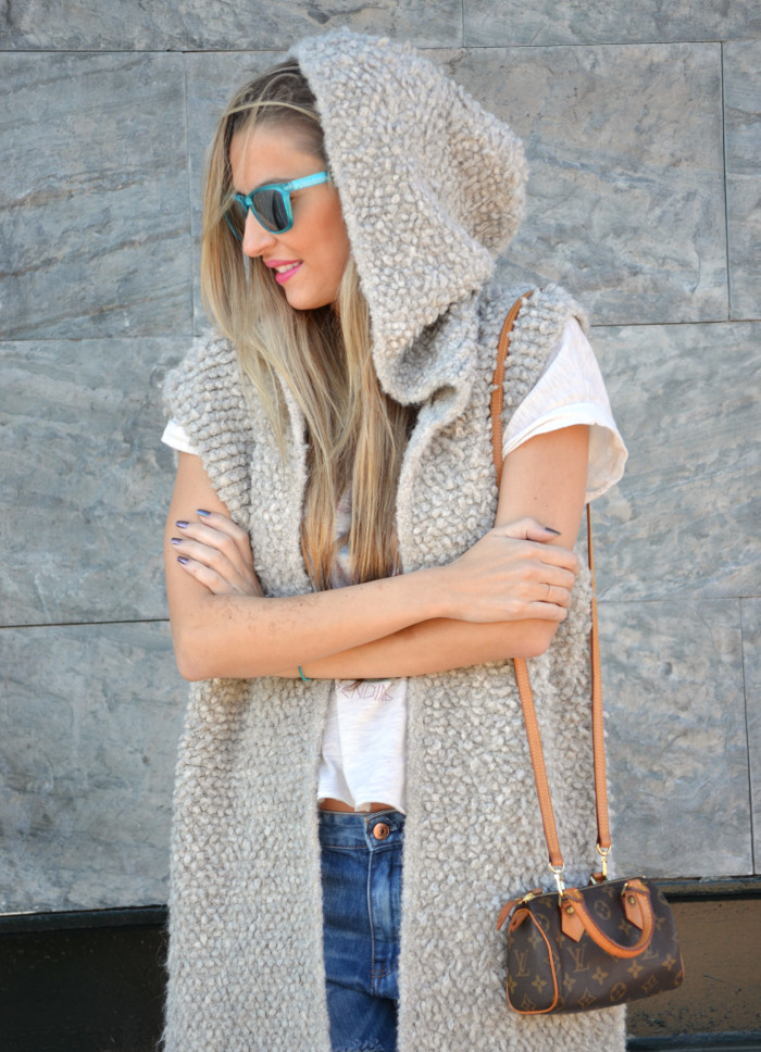Fur_Vest_Boyfriend_Jeans_Mini_Speedy_Louis_Vuitton_Dear_Tee_New_Balance_Knockarround_Lara_Martin_Gilarranz_Bymyheels (9)
