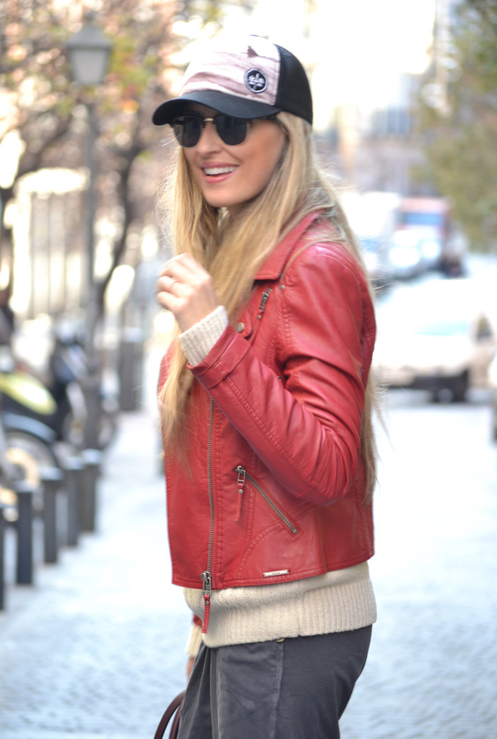 Leather_Perfecto_Jacket_Amazona_Loewe_Quiksilver_Wool_Sweater_RayBan_Clubmaster_Booties_Lara_Martin_Gilarranz_Bymyheels (5)