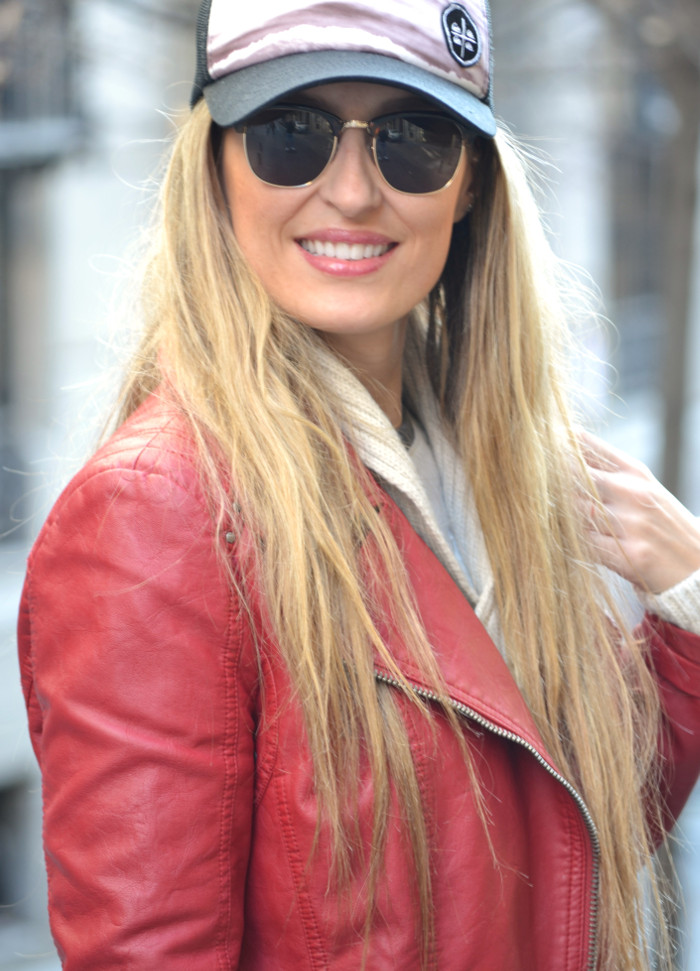Leather_Perfecto_Jacket_Amazona_Loewe_Quiksilver_Wool_Sweater_RayBan_Clubmaster_Booties_Lara_Martin_Gilarranz_Bymyheels (8)