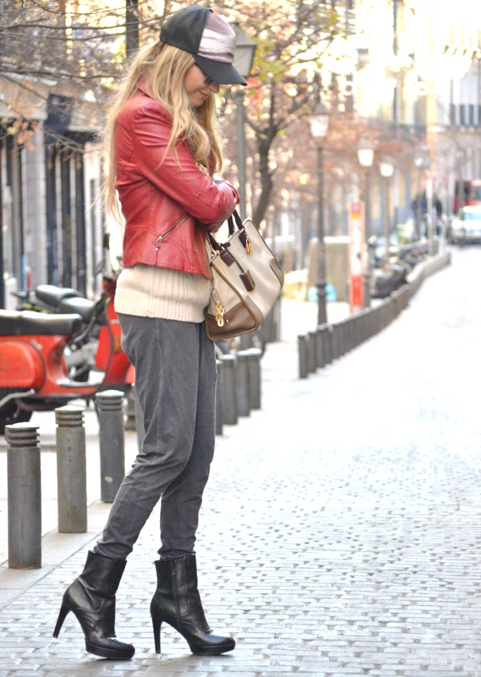 Leather_Perfecto_Jacket_Amazona_Loewe_Quiksilver_Wool_Sweater_RayBan_Clubmaster_Booties_Lara_Martin_Gilarranz_Bymyheels (9)