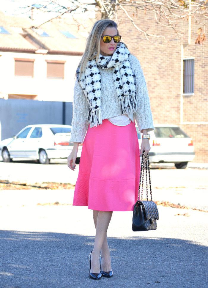 Midi_Skirt_Jumbo_Chanel_Stilettos_Sweater_Wool_Pink_Scarf_Lara_Martin_Gilarranz_Bymyheels (3)
