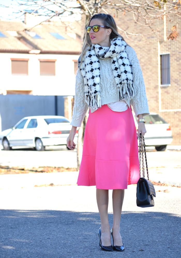 Midi_Skirt_Jumbo_Chanel_Stilettos_Sweater_Wool_Pink_Scarf_Lara_Martin_Gilarranz_Bymyheels (5)