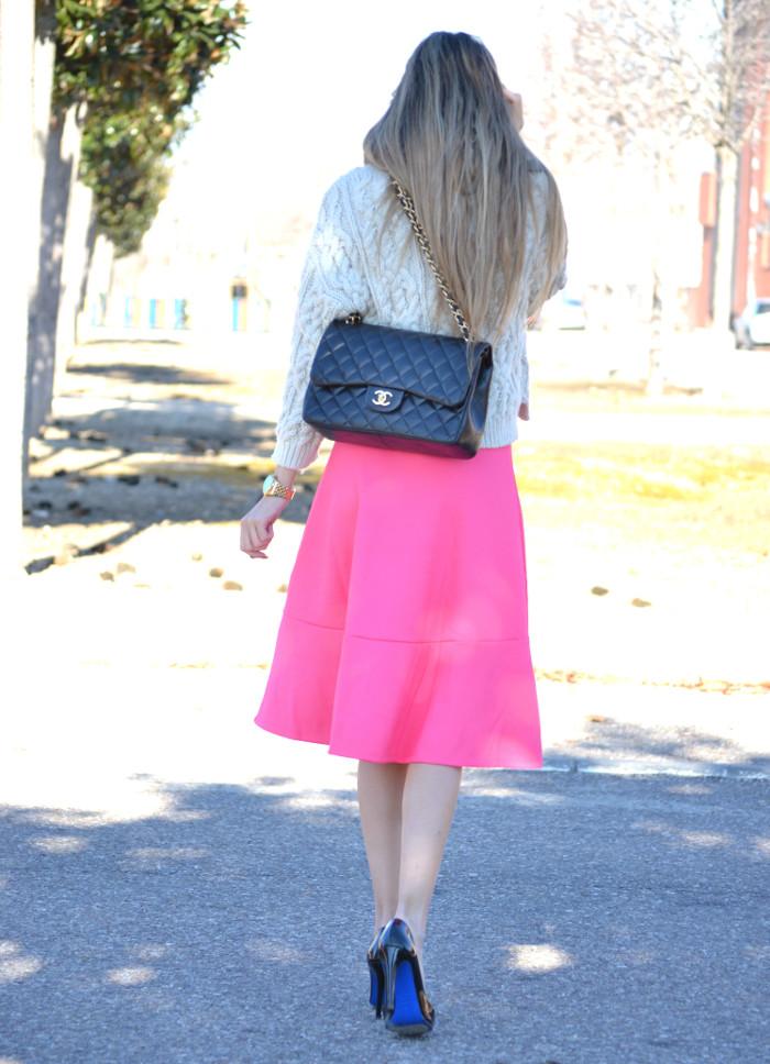 Midi_Skirt_Jumbo_Chanel_Stilettos_Sweater_Wool_Pink_Scarf_Lara_Martin_Gilarranz_Bymyheels (6)