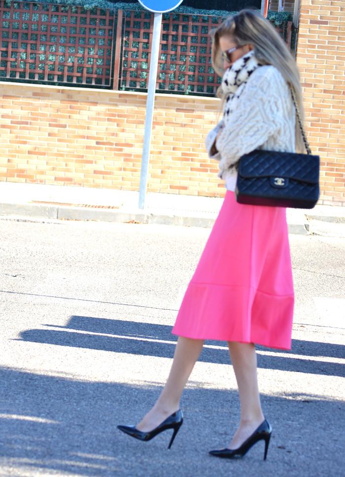 Midi_Skirt_Jumbo_Chanel_Stilettos_Sweater_Wool_Pink_Scarf_Lara_Martin_Gilarranz_Bymyheels (7)