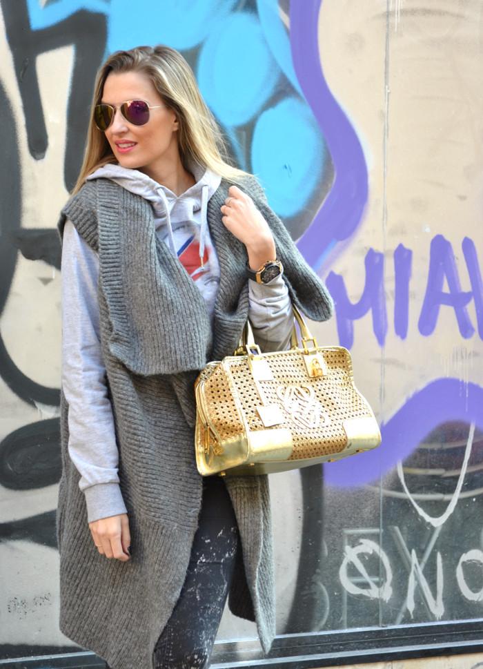 Wool_Vest_Amazona_Loewe_Booties_Skinny_Jeans_Ray_Ban_Hublott_Eleven_Paris_Lara_Martin_Gilarranz_Bymyheels. (1)