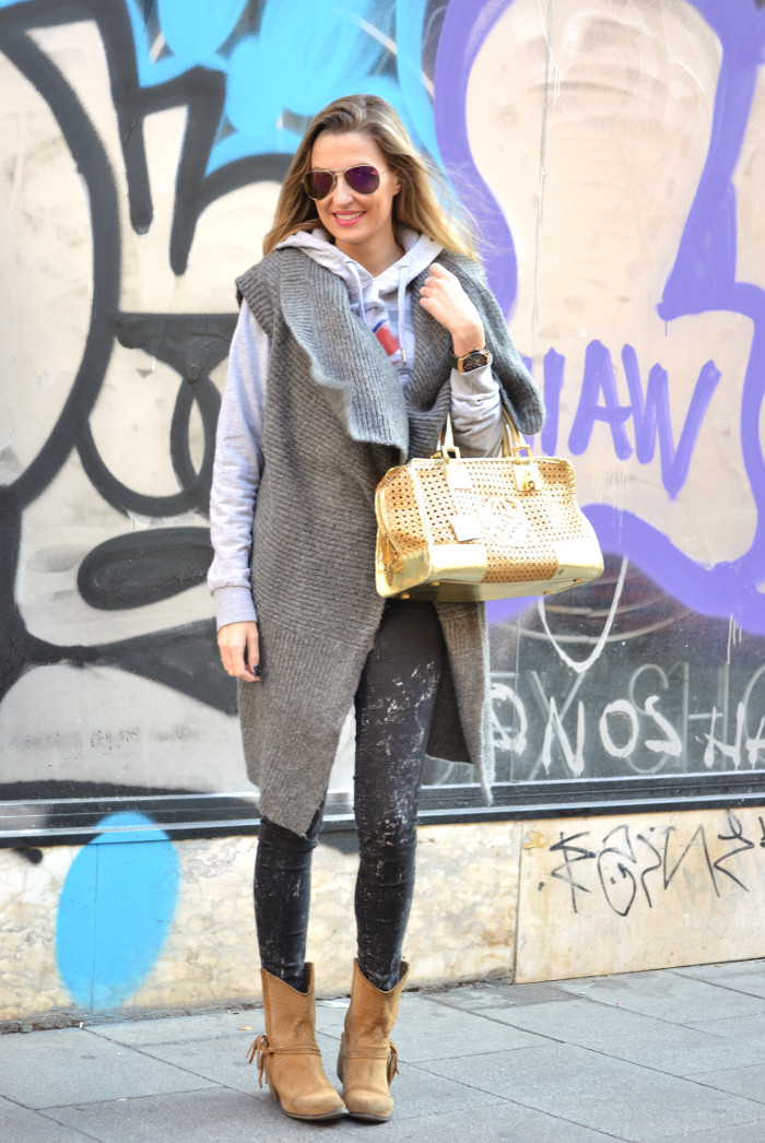 Wool_Vest_Amazona_Loewe_Booties_Skinny_Jeans_Ray_Ban_Hublott_Eleven_Paris_Lara_Martin_Gilarranz_Bymyheels. (10)