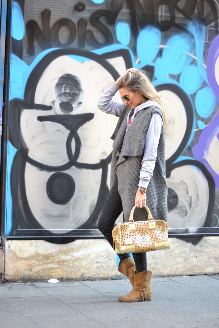 Wool_Vest_Amazona_Loewe_Booties_Skinny_Jeans_Ray_Ban_Hublott_Eleven_Paris_Lara_Martin_Gilarranz_Bymyheels. (4)