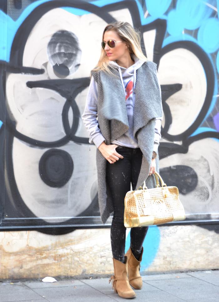 Wool_Vest_Amazona_Loewe_Booties_Skinny_Jeans_Ray_Ban_Hublott_Eleven_Paris_Lara_Martin_Gilarranz_Bymyheels. (6)