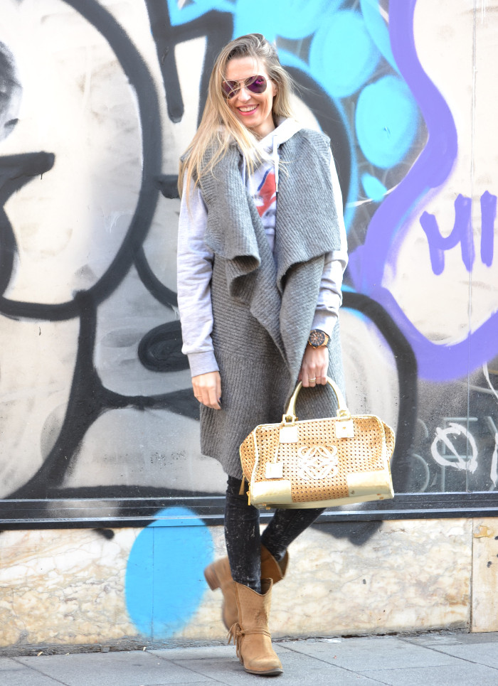 Wool_Vest_Amazona_Loewe_Booties_Skinny_Jeans_Ray_Ban_Hublott_Eleven_Paris_Lara_Martin_Gilarranz_Bymyheels. (7)
