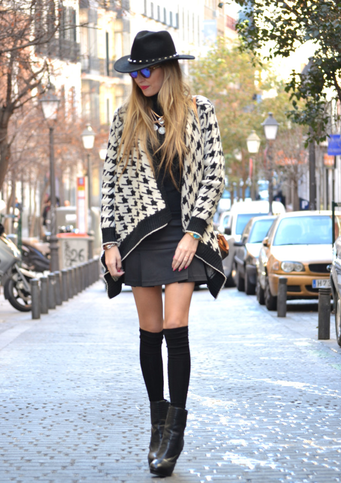 Chaqueta_Pata_Gallo_Falda_Tablas_Sombrero_Gafas_Espejo_Mini_Speedy_Louis_Vuitton_Over_The_Knee_Lara_Martin_Gilarranz_Bymyheels (1)