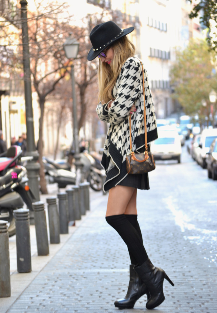 Chaqueta_Pata_Gallo_Falda_Tablas_Sombrero_Gafas_Espejo_Mini_Speedy_Louis_Vuitton_Over_The_Knee_Lara_Martin_Gilarranz_Bymyheels (3)