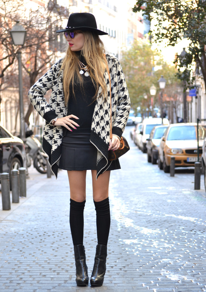 Chaqueta_Pata_Gallo_Falda_Tablas_Sombrero_Gafas_Espejo_Mini_Speedy_Louis_Vuitton_Over_The_Knee_Lara_Martin_Gilarranz_Bymyheels (5)