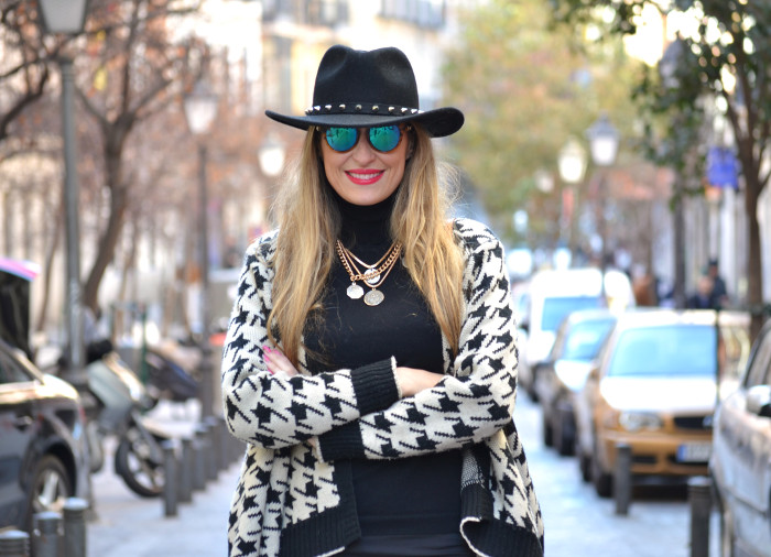 Chaqueta_Pata_Gallo_Falda_Tablas_Sombrero_Gafas_Espejo_Mini_Speedy_Louis_Vuitton_Over_The_Knee_Lara_Martin_Gilarranz_Bymyheels (7)