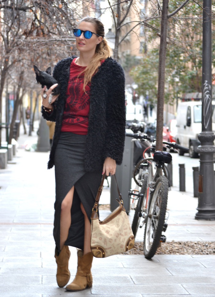Long_Skirt_Coat_Mirror_Sunnies_Sweatshirt_Lara_Martin_Gilarranz_Loewe_Bymyheels (2)
