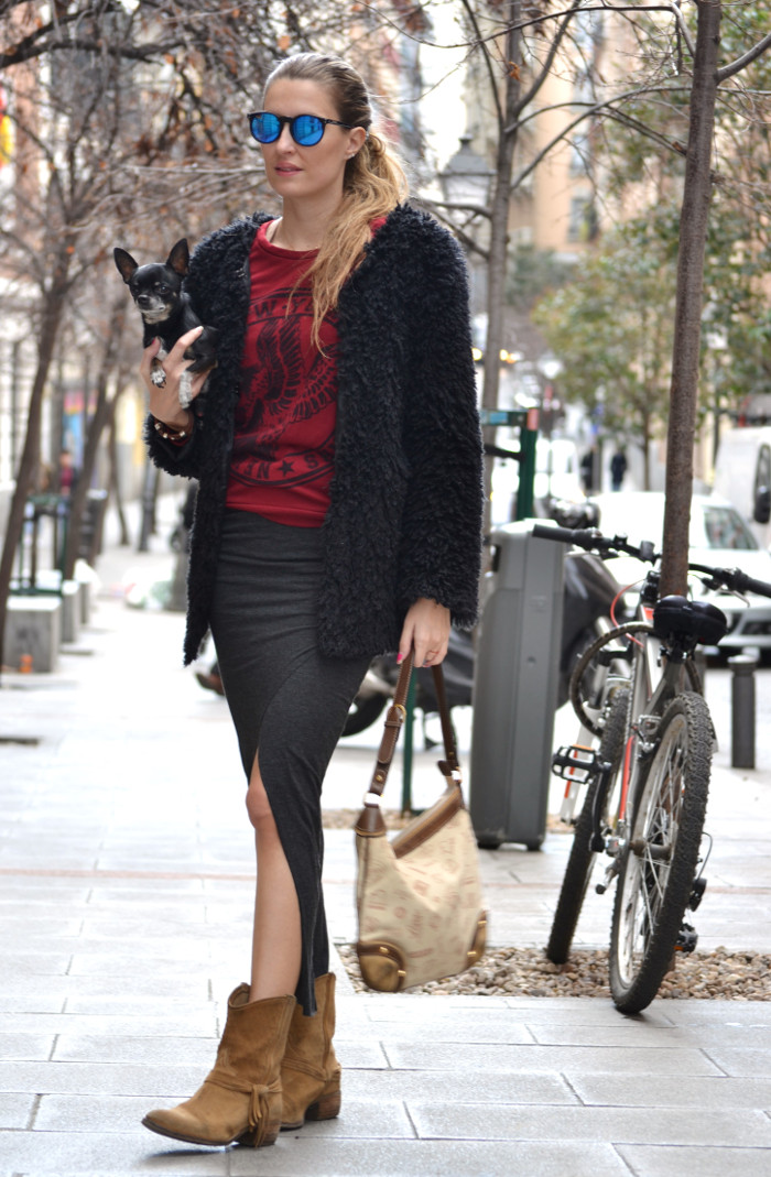 Long_Skirt_Coat_Mirror_Sunnies_Sweatshirt_Lara_Martin_Gilarranz_Loewe_Bymyheels (3)