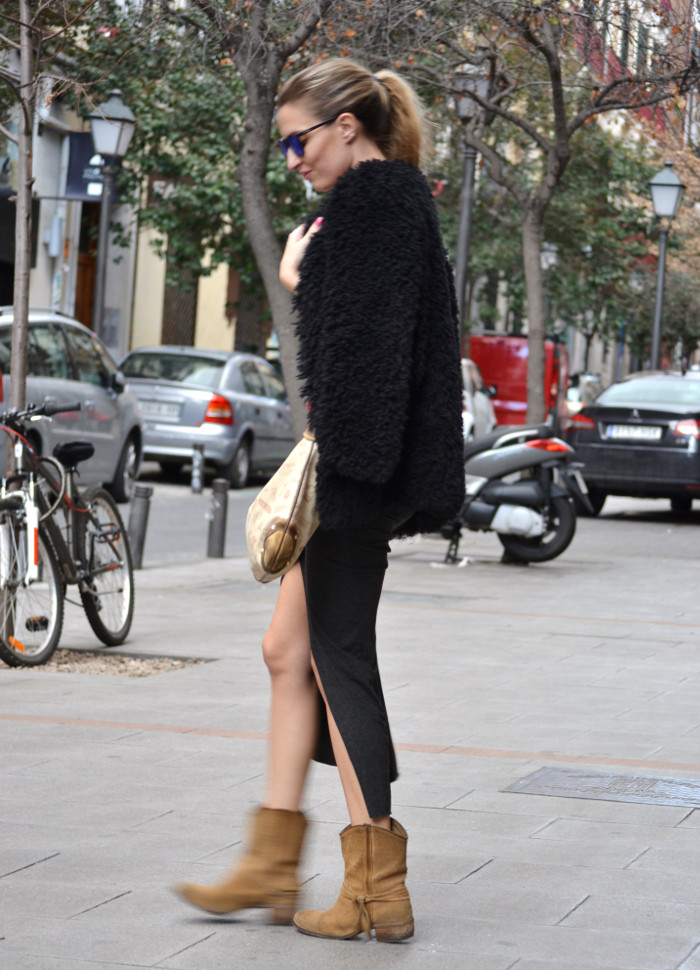 Long_Skirt_Coat_Mirror_Sunnies_Sweatshirt_Lara_Martin_Gilarranz_Loewe_Bymyheels (6)