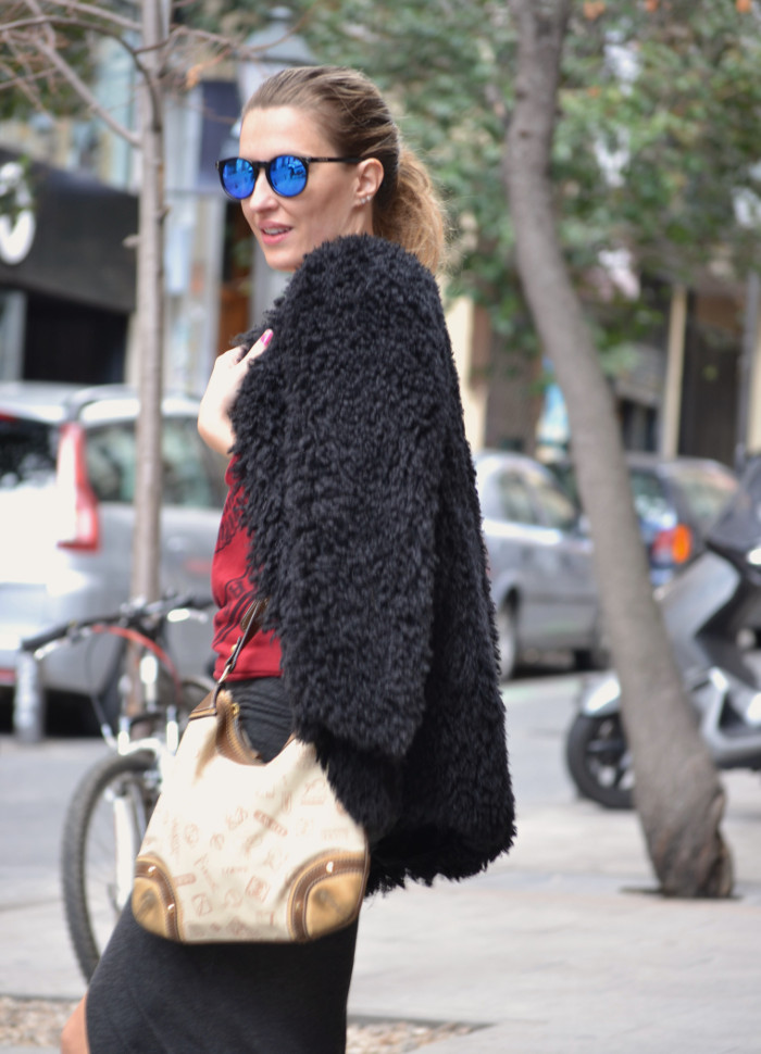 Long_Skirt_Coat_Mirror_Sunnies_Sweatshirt_Lara_Martin_Gilarranz_Loewe_Bymyheels (7)