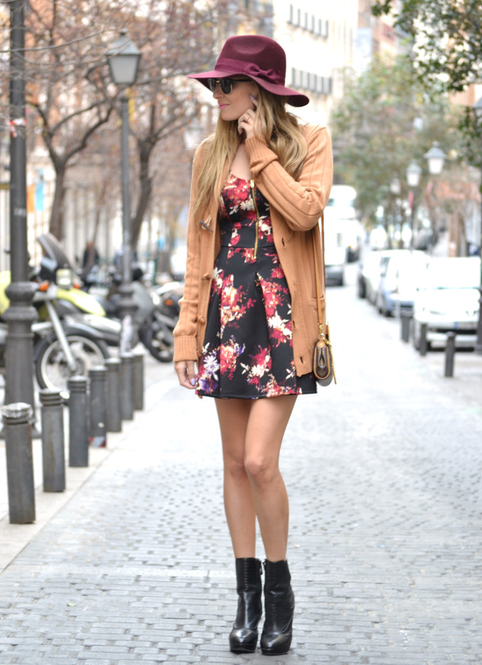 Flowers_Dress_Hat_Lavand_Booties_Cardigan_Pochette_Eva_Louis_Vuitton_Bymyheels (4)