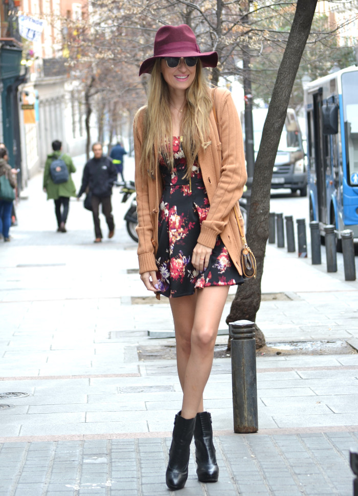 Flowers_Dress_Hat_Lavand_Booties_Cardigan_Pochette_Eva_Louis_Vuitton_Bymyheels (5)