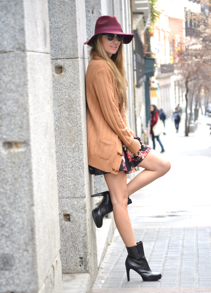 Flowers_Dress_Hat_Lavand_Booties_Cardigan_Pochette_Eva_Louis_Vuitton_Bymyheels (7)