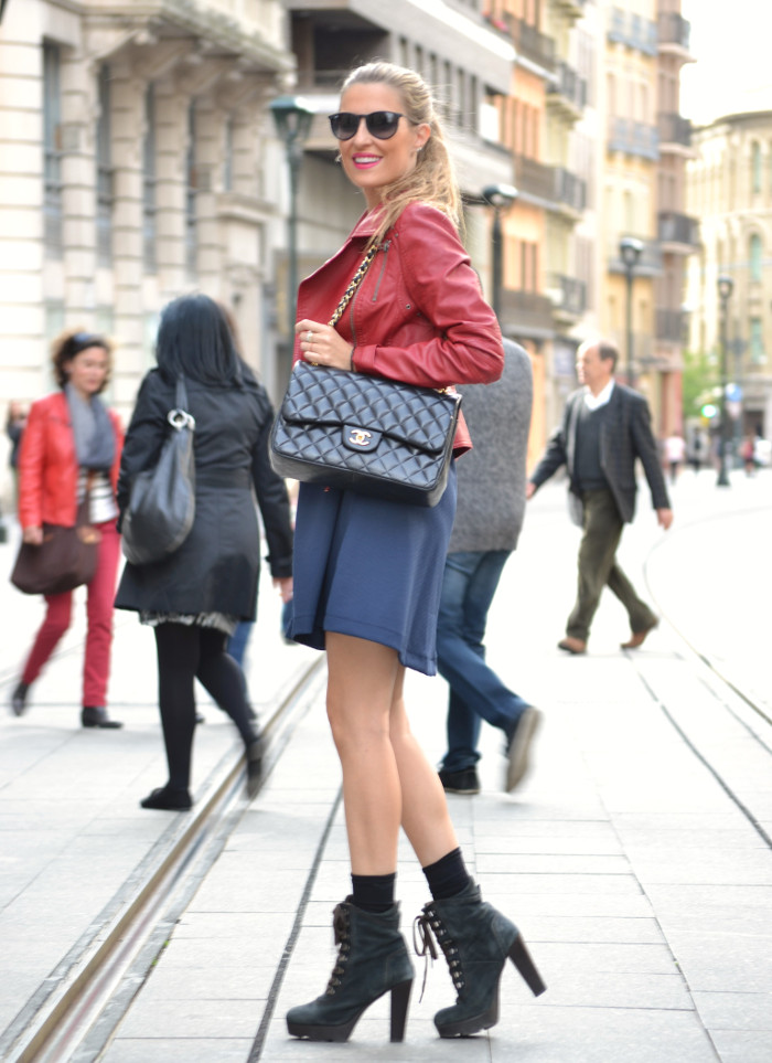 Blue_Dress_Venca_Ray_Ban_Guess_Denim_Jacket_Perfecto_Jacket_Boots_Jumbo_Chanel_Lara_Martin_Gilarranz_Bymyheels (3)
