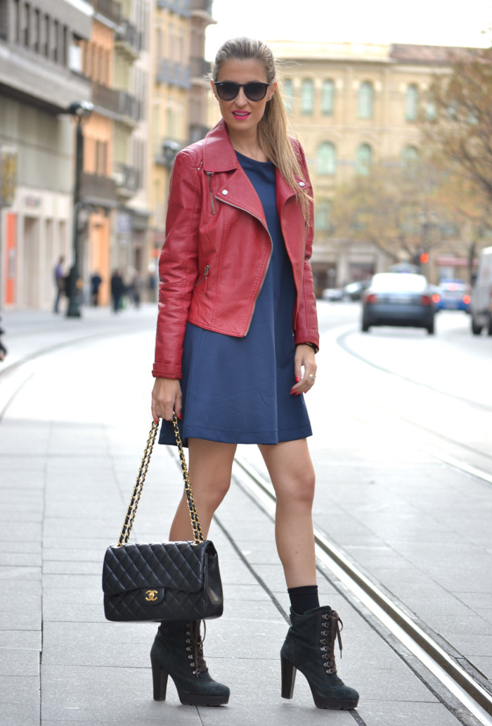 Blue_Dress_Venca_Ray_Ban_Guess_Denim_Jacket_Perfecto_Jacket_Boots_Jumbo_Chanel_Lara_Martin_Gilarranz_Bymyheels (4)