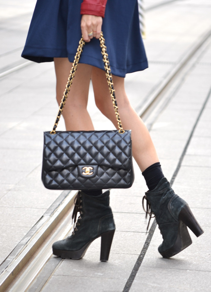 Blue_Dress_Venca_Ray_Ban_Guess_Denim_Jacket_Perfecto_Jacket_Boots_Jumbo_Chanel_Lara_Martin_Gilarranz_Bymyheels (7)