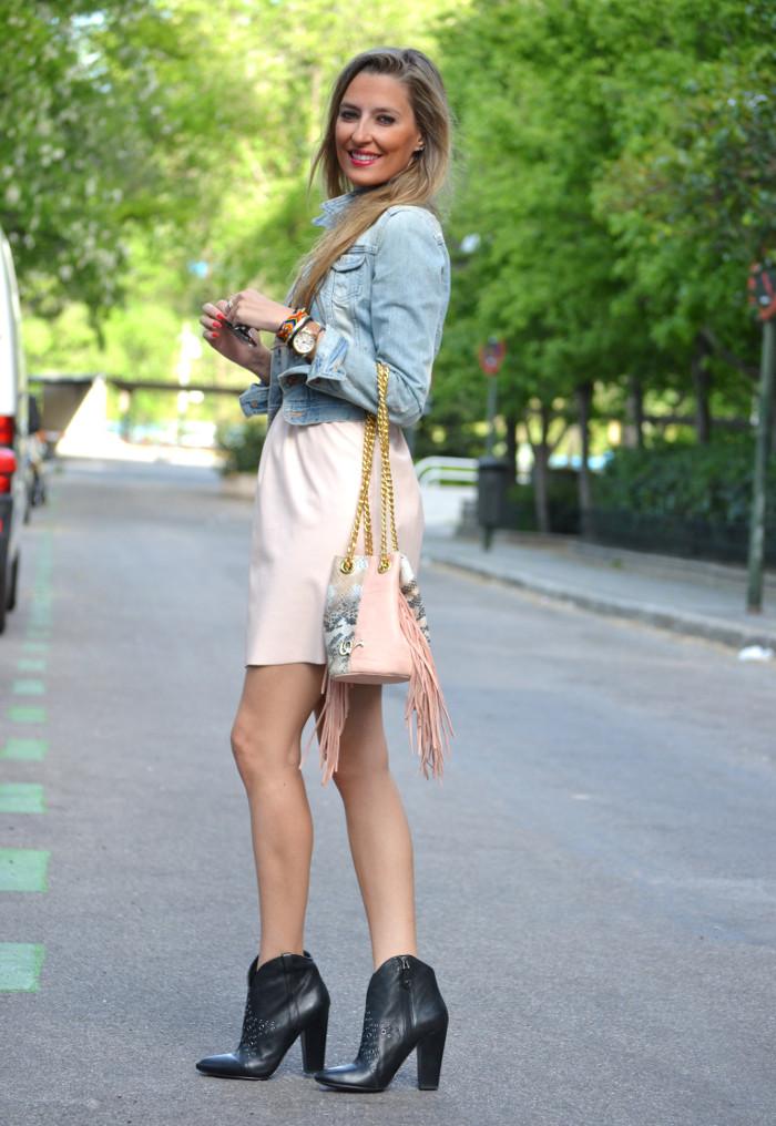 Pink_Leather_Dress_Denim_Jacket_Guess_Boots_Urban_Vicart_Lara_Martin_Gilarranz_Bymyheels (4)