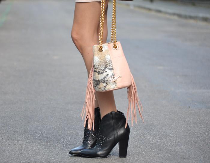 Pink_Leather_Dress_Denim_Jacket_Guess_Boots_Urban_Vicart_Lara_Martin_Gilarranz_Bymyheels (6)