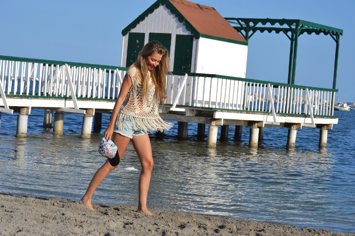 C&A_Crochet_Denim_Shorts_Flowers_Print_Cap_Beach_Fun_Lara_Martin_Gilarranz_Bymyheels (2)