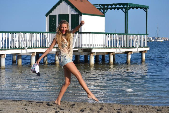 C&A_Crochet_Denim_Shorts_Flowers_Print_Cap_Beach_Fun_Lara_Martin_Gilarranz_Bymyheels (3)