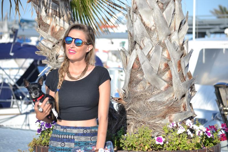 High_Waisted_shorts_Sandals_Tea_Sunglasses_Chihuahua_Port_Boats_Sea_Crop_Top_Lara_Martin_Gilarranz_Bymyheels (10)